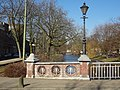Zomerhofbrug - Rotterdam - Railing and lamp post towards northwest.jpg