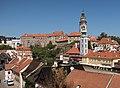 Český Krumlov, stadspanorama met zámecké schody op de voorgrond en het kasteel Dm117583-874 (met toren) op de achtergrond IMG 6100 2018-07-31 11.10.jpg