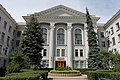 Главный вход в университет с ул.Серповая.jpg