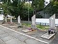Група братських та індивідуальних могил радянських воїнів. Поховано 93 воїна.jpg