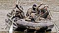 Морські піхотинці долають спеціальну смугу перешкод під час іспиту на право гордо носити чорний берет (28356297646).jpg