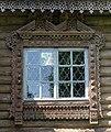 Резное окно керамической мастерской в Абрамцево.jpg