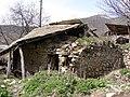 Կիսաքանդ տուն Լոր գյուղում.jpg