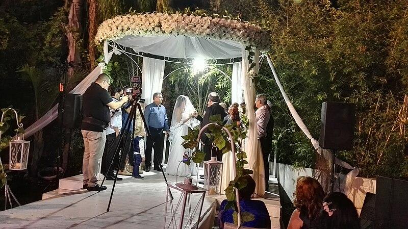 File:חתונה מסורתית של הרבנות החילונית.jpg