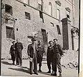 משה שרת עם חיילים על רקע בניין מופגז Moshe Sharett with soldiers, Italy-153.jpeg