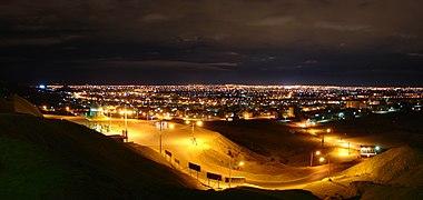 ایی از شهر قم ا بالای کوه خضر نبی در شب.jpg