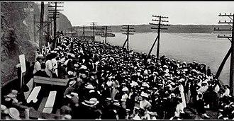 Marist Red Foxes - Spectators at the 1907 Poughkeepsie Regatta