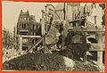 1945 Blick vom zerstörten Café Kröpcke auf die Ruine Haus Heinemann (später Kaufhaus Magis) an der Bahnhofstraße Ecke Georgstraße in Hannover, dahinter Haus Bahlsen an der Ecke Andreaestraße, ehem. Kamerahaus Edmund Lill.jpg