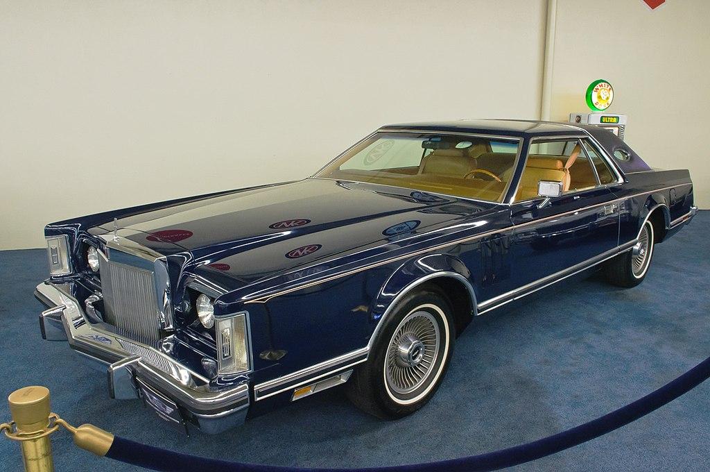 Las Vegas Car For Sale >> File:1977 Lincoln Continental Mark V Bill Blass Edition (US) (8390106945).jpg - Wikimedia Commons