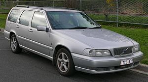 1999 Volvo V70 (MY00) 2.4 20V CD station wagon (2015-07-10) 01.jpg