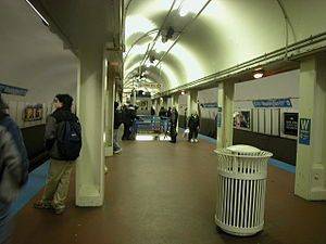 Milwaukee–Dearborn subway - Image: 20031119 07 CTA Blue Line Washington Station