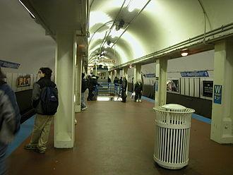Milwaukee–Dearborn subway - Image: 20031119 07 CTA Blue Line Washington Station