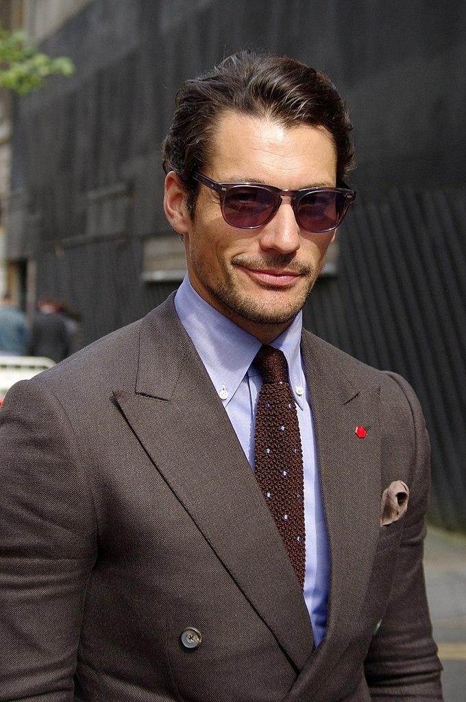 färg på skjorta till grå kostym