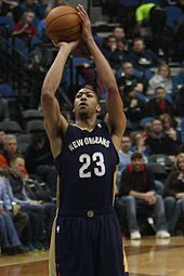 Anthony Davis shooting a free throw