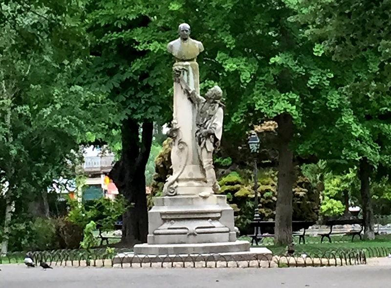 File:2016-05-28-072457 - Statue de Jules Emile Planchon.jpg