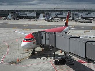 Jet bridge - A jetway bridge in aeropuerto El Dorado in Bogotá, Colombia.