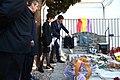 2019-02-24, El presidente del Gobierno, Pedro Sánchez, descubre una placa conmemorativa en la tumba de Antonio Machado en el cementerio de Colliure., exilio7.JPG