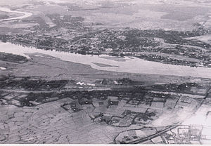 Battle of Quang Tri (1968) - Quang Tri City looking northeast, fall 1967: the Quang Tri Citadel is at the upper left with Tri Buu Village beyond it; the Thach Han River is in the center