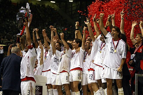 Milan celebrations after defeating Juventus 3-2 on penalties to win the 2002-03 UEFA Champions League. A.C. Milan lifting the European Cup after winning the 2002-03 UEFA Champions League - 20030528.jpg