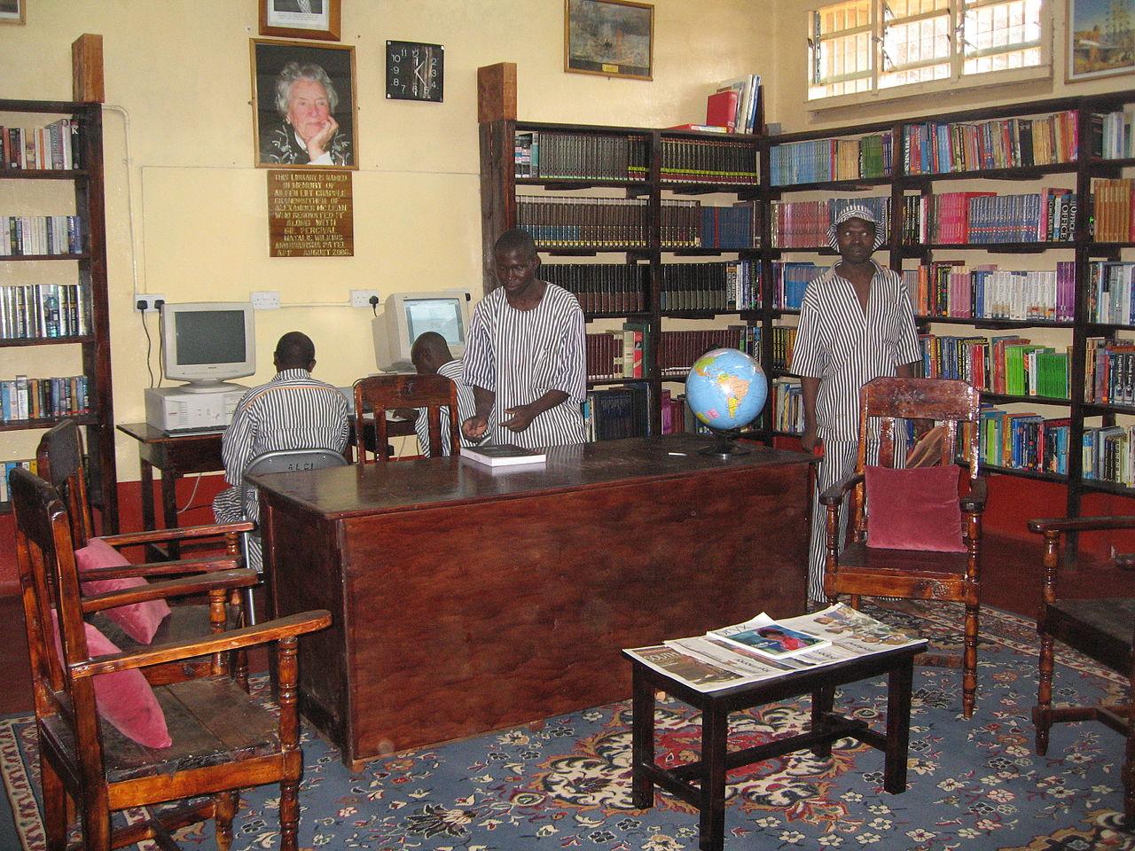 Najčudnije knjižnice na svijetu - Page 3 1280px-A_prison_library_founded_by_APP
