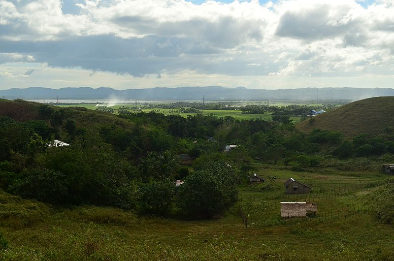 Ladawan:A view of native houses in Bula pecuaria green hills WTR.JPG
