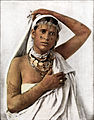 Abb. 336. Algerische Frau (Araberin bzw. Maurin) mit schönen Tätowierungen auf den Armen.jpg