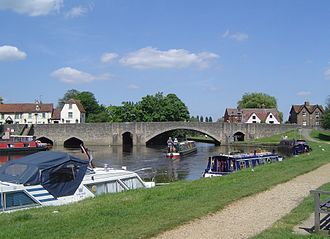 Abingdon-on-Thames - Abingdon Bridge spans the River Thames. It was built in 1416 and much altered in the 18th, 19th and 20th centuries.