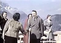 Adolf Hitler and Eva Braun's private videos, home movie (Ausschnitt Bisamwammenjacke 1).jpg