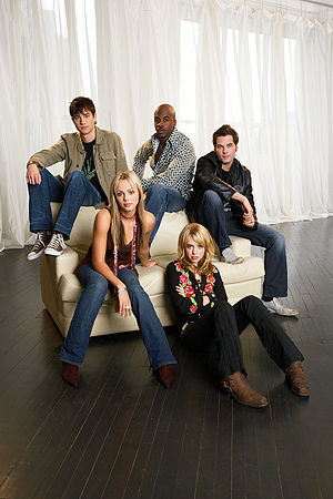 Alexz Johnson - Image: Alexz Johnson and Other Cast Members of Instant Star