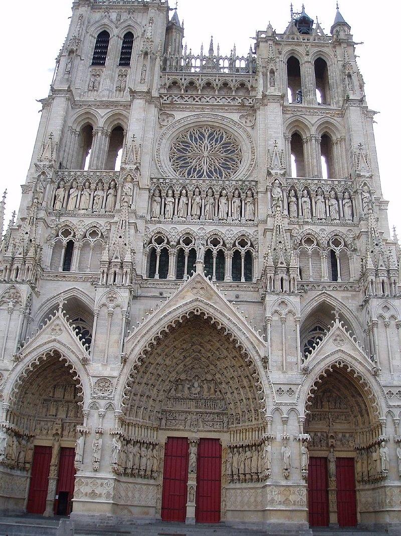 Bon Dimanche 800px-Amiens_cath%C3%A9drale_%28vue_partielle_fa%C3%A7ade%29_2