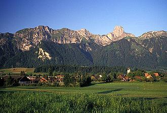 Amsoldingen - Amsoldingen village and the surrounding mountains