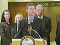 Andy Gardiner offers compliments on the proposed House budget at a news conference.jpg