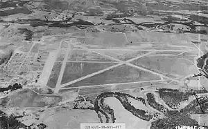 https://upload.wikimedia.org/wikipedia/commons/thumb/a/a7/Ardmore_Army_Airfield_Oklaholma_-1944.jpg/300px-Ardmore_Army_Airfield_Oklaholma_-1944.jpg