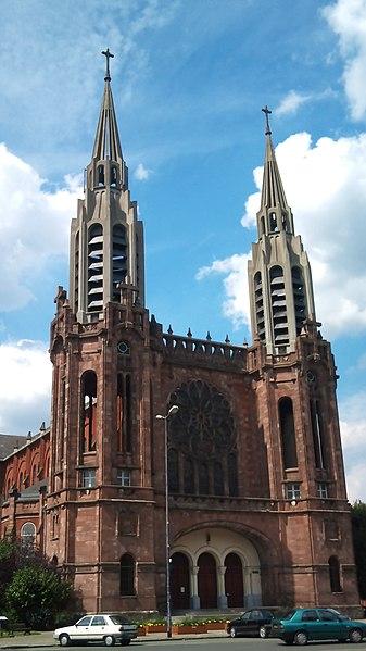 Armentières, place de la République: l'église Notre-Dame du Sacré-Cœur - architecte Gaston Trannoy (dossier LH 19800035/0113/14242).