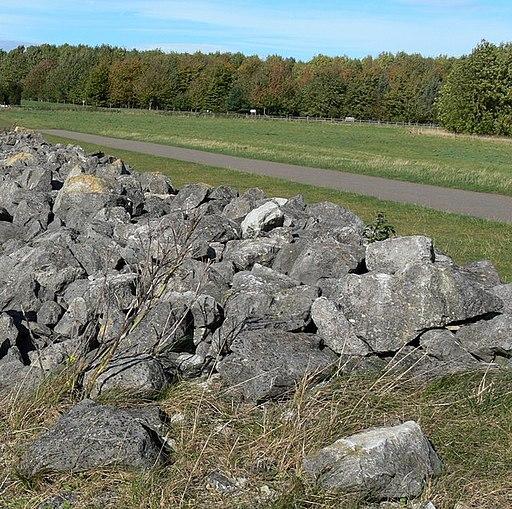 Atop the dam at Rutland Water - geograph.org.uk - 1004845