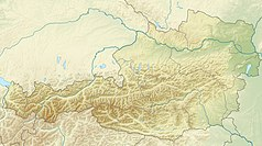 """Mapa konturowa Austrii, blisko centrum na dole znajduje się czarny trójkącik z opisem """"Niskie Taury"""""""