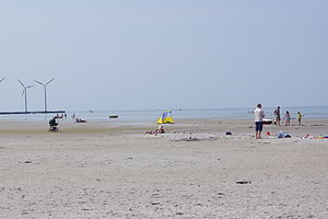 Bønnerup Strand - The beach is broad, sandy and the water is very shallow.