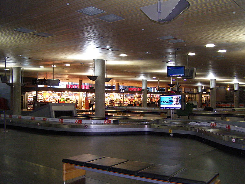 http://upload.wikimedia.org/wikipedia/commons/thumb/a/a7/Baggage_claim_at_Oslo_Airport%2C_Gardermoen.jpg/800px-Baggage_claim_at_Oslo_Airport%2C_Gardermoen.jpg