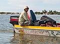Balsero, transporte desde y hacia Isla San Carlos, Estado Zulia 2.jpg