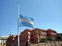 Bandera de Argentina a media asta.jpg