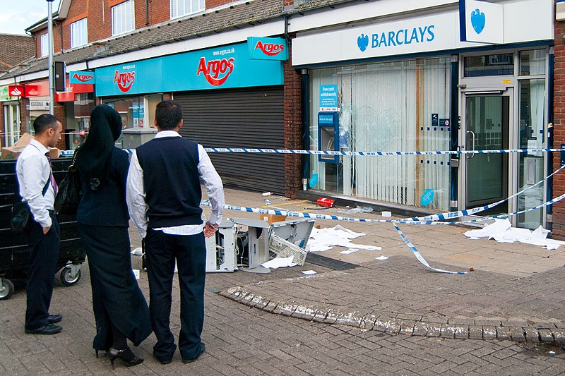 File:Barclays - 2011 London Looting.jpg