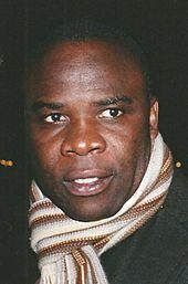 Photographie montrant l'ancien défenseur Basile Boli.