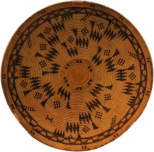 File:Basketry tray, Chumash, Santa Barbara Mission, early 1800s - Native American collection - Peabody Museum, Harvard University - DSC05558.JPG