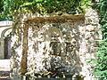Bayreuth 12.09.06 Eremitage, Steinrelief-Brunnen.jpg