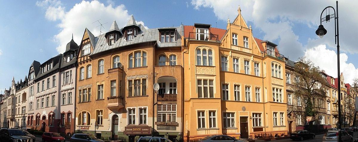 Polski: Fragment pierzei ul. Cieszkowskiego w Śródmieściu, zbud. w latach 1895-1905