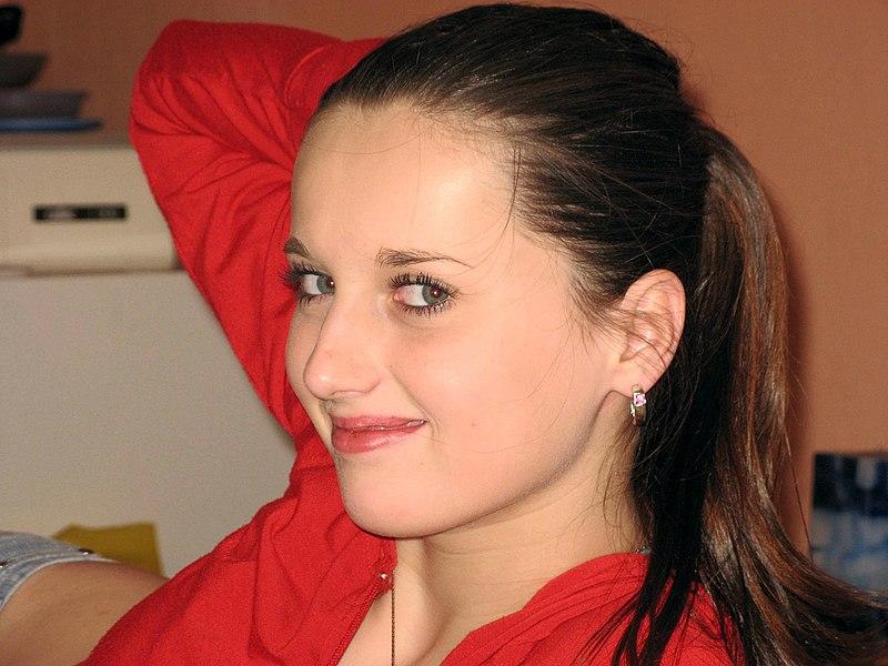 File:Beautiful girl face.jpg - Wikimedia Commons