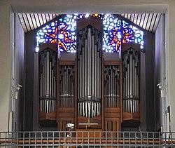 Berg bei RV Pfarrkirche Orgel 02.jpg