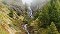 Bergtocht van Gimillan (1805m.) naar Colle Tsa Sètse in Cogne Valley (Italië). Waterval boven Gimillan gedeeltelijk in de mist 02.jpg