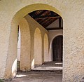 Bezoek aan kerk van San Rocco met daaromheen de militaire begraafplaats in Peio Paese 16.jpg