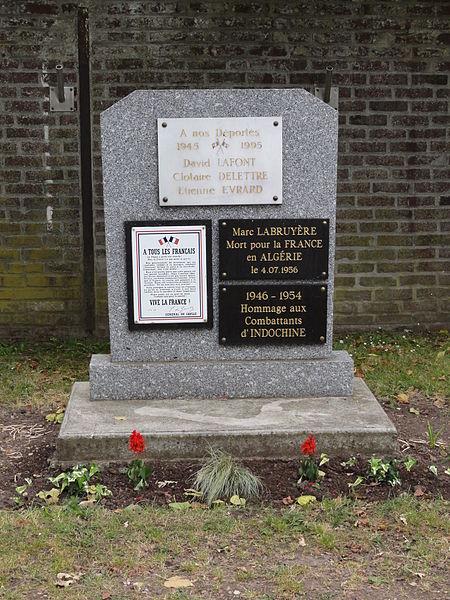 Bichancourt (Aisne) mémorial avec plaques de guerres